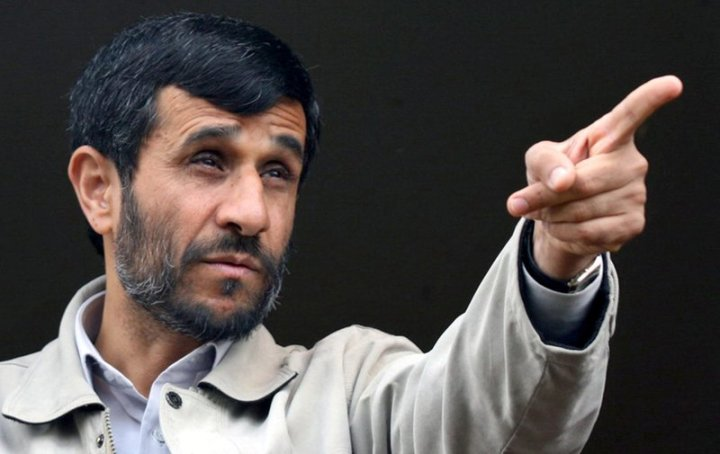 mahmoud-ahmadinejad-pointing